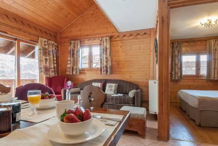 Rent in ski resort Résidence P&V Premium les Fermes de Méribel - Méribel - Living room
