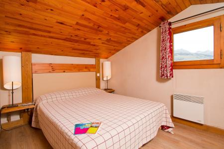 Rent in ski resort Résidence le Chalet de Montchavin - Montchavin La Plagne - Bedroom under mansard