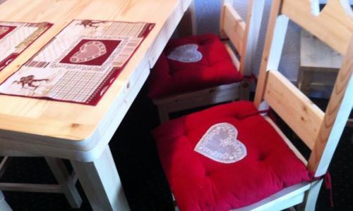 Location au ski Appartement 2 pièces 6 personnes (Confort 40m²) - Résidence le Hameau du Sauget - Maeva Home - Montchavin La Plagne - Extérieur hiver