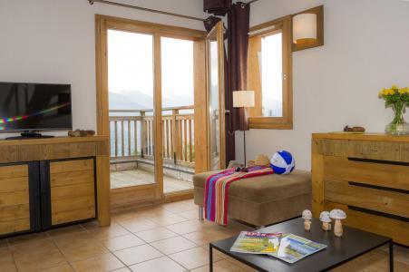 Rent in ski resort Résidence les Chalets de Wengen - Montchavin La Plagne - Coffee table
