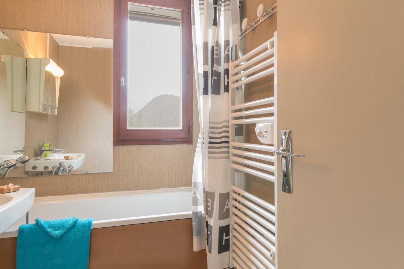 Location au ski Appartement 2 pièces coin montagne 6 personnes (BEN329) - La Residence Les Chalmettes - Montgenèvre - Baignoire