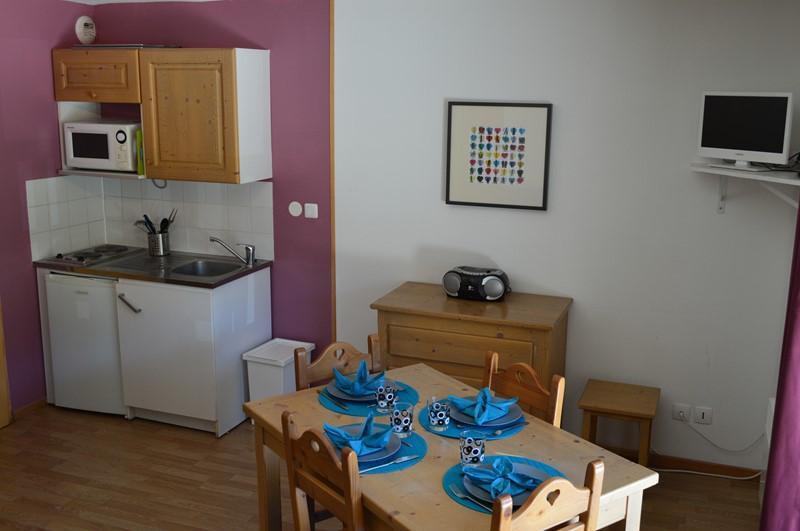 Location au ski Appartement 2 pièces 4 personnes (NG 9) - La Residence Neige Et Golf - Montgenèvre - Table