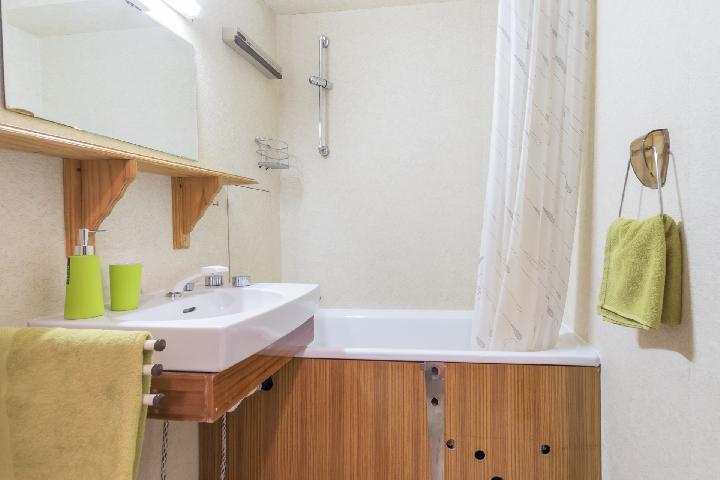 Location au ski Studio 2 personnes (CAVU14) - Residence Arzerier - Montgenèvre - Baignoire
