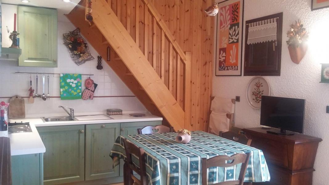 Location au ski Studio mezzanine 4 personnes (GAET23) - Residence Central Station - Montgenèvre - Table