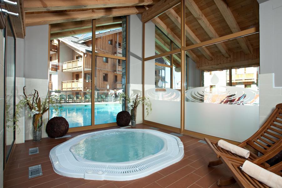 Location au ski Résidence Club MMV le Hameau des Airelles - Montgenèvre - Jacuzzi