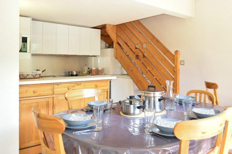 Rent in ski resort 4 room duplex apartment 8 people (205) - Résidence le Golf - Montgenèvre - Table