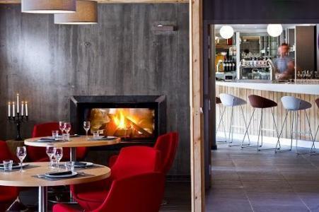 Location au ski Anova Hotel & Spa - Montgenèvre - Cheminée