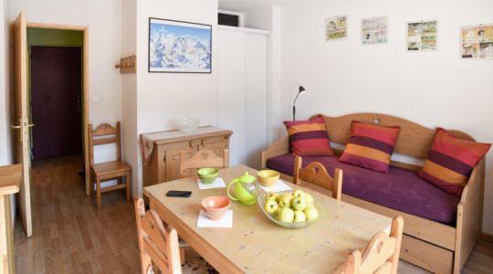 Rent in ski resort Studio cabin 5 people (NG11) - La Résidence Neige et Golf - Montgenèvre - Living room