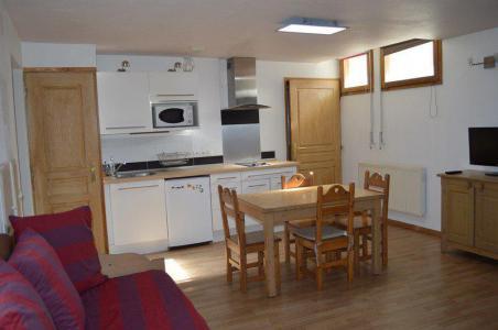 Rent in ski resort Studio sleeping corner 5 people (NG4) - La Résidence Neige et Golf - Montgenèvre - Dining area