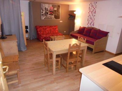 Rent in ski resort Studio sleeping corner 5 people (NG4) - La Résidence Neige et Golf - Montgenèvre - Table