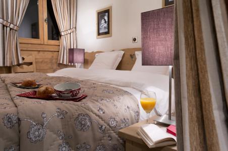 Rent in ski resort Le Chalet des Dolines - Montgenèvre - Bedroom