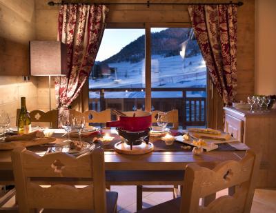Rent in ski resort Le Chalet des Dolines - Montgenèvre - Dining area