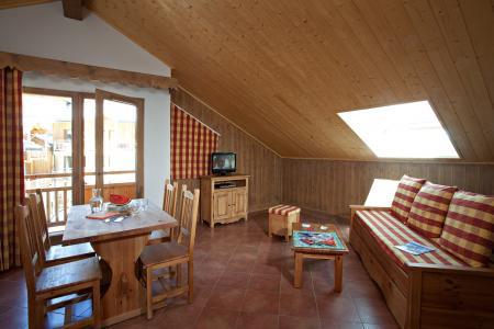 Rent in ski resort Résidence Club MMV le Hameau des Airelles - Montgenèvre - Dining area