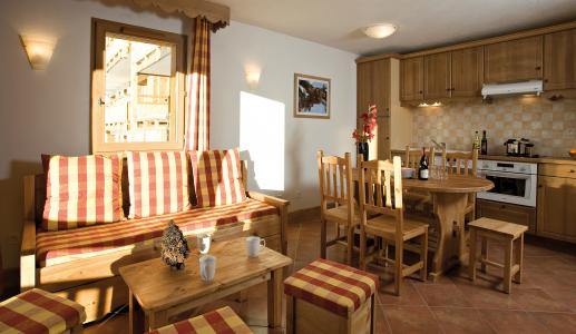 Rent in ski resort Résidence Club MMV le Hameau des Airelles - Montgenèvre - Living room
