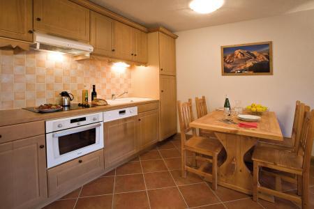 Rent in ski resort Résidence Club MMV le Hameau des Airelles - Montgenèvre - Open-plan kitchen