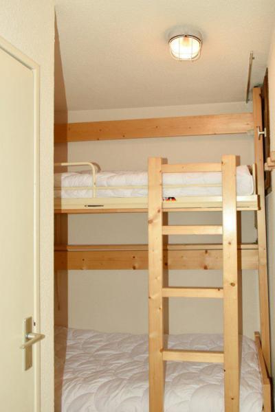 Rent in ski resort Studio sleeping corner 4 people (203) - Résidence le Golf - Montgenèvre - Bunk beds