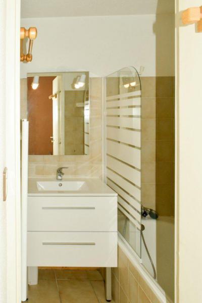 Rent in ski resort Studio sleeping corner 4 people (203) - Résidence le Golf - Montgenèvre - Shower room