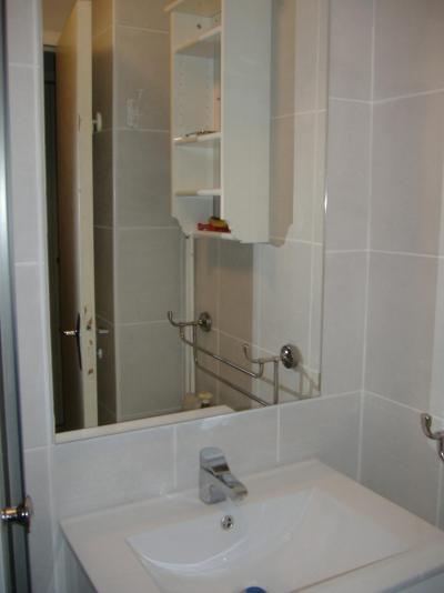 Location au ski Studio 4 personnes (524) - Residence Olympia 2000 - Montgenèvre - Lavabo