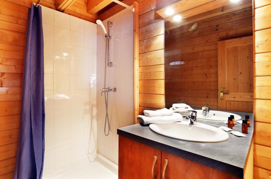 Alquiler al esquí Les Chalets du Bois de Champelle - Morillon - Cuarto de baño con ducha