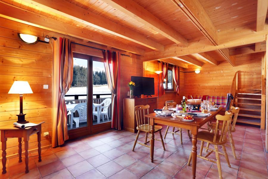 Alquiler al esquí Les Chalets du Bois de Champelle - Morillon - Mesa