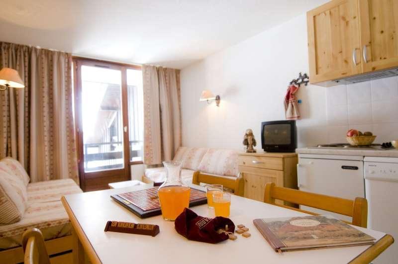 Rent in ski resort Résidences du Plateau des Esserts - Morillon - Dining area