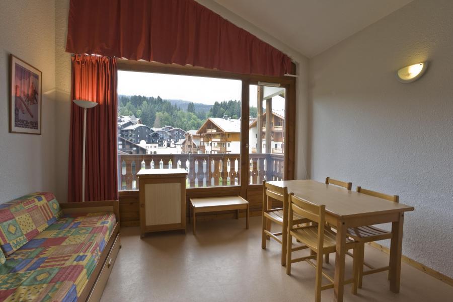Rent in ski resort Résidences du Plateau des Esserts - Morillon - Living room
