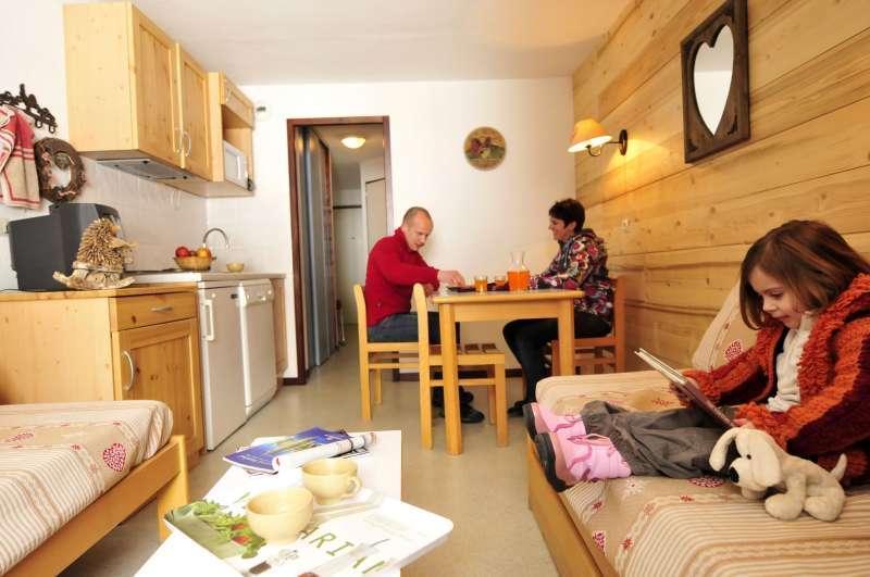 Rent in ski resort Résidences du Plateau des Esserts - Morillon - Open-plan kitchen