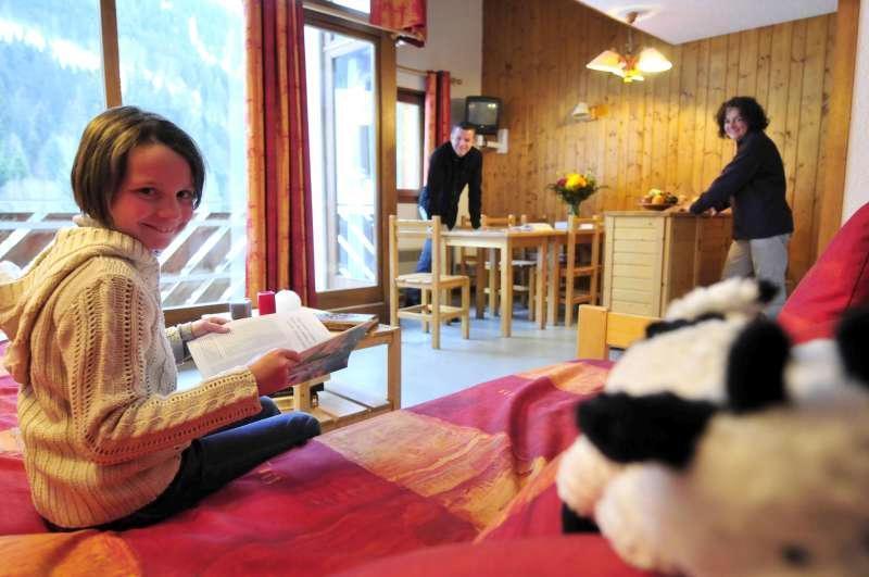 Rent in ski resort Résidences du Plateau des Esserts - Morillon - Settee