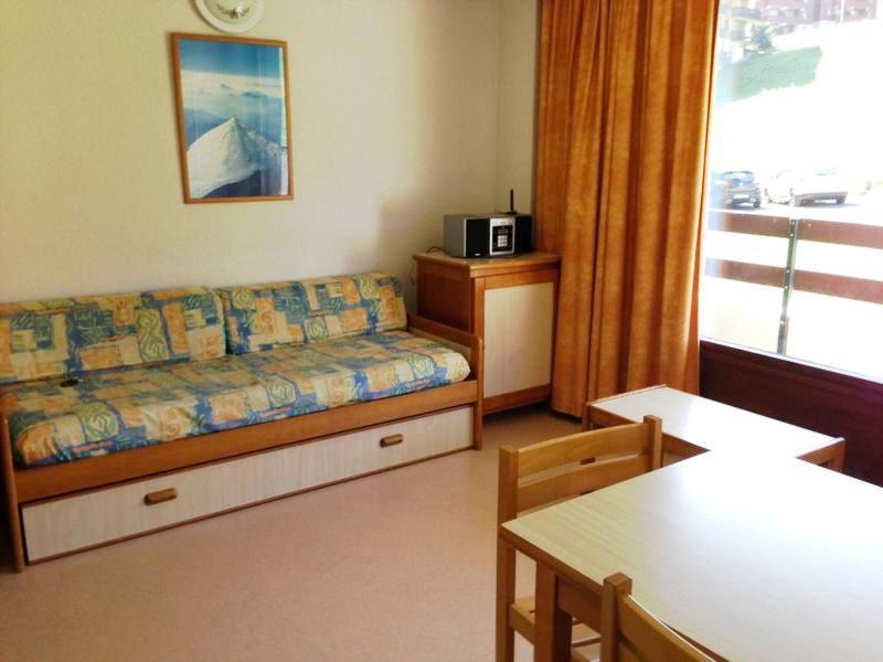 Rent in ski resort Résidences du Plateau des Esserts - Morillon - Sofa-bed