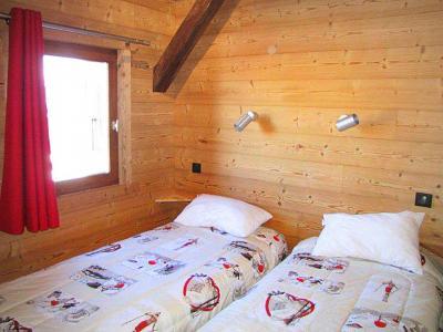 Rent in ski resort Chalet Haute-Savoie - Morillon - Bedroom under mansard