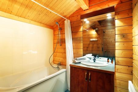 Rent in ski resort Les Chalets du Bois de Champelle - Morillon - Bath-tub