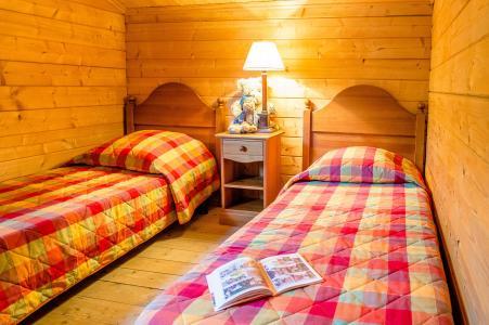 Rent in ski resort Les Chalets du Bois de Champelle - Morillon - Bedroom