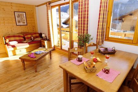 Location au ski Résidence Belles Roches - Notre Dame de Bellecombe - Porte-fenêtre donnant sur balcon