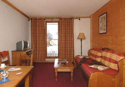 Location au ski Residence Le Village - Notre Dame de Bellecombe - Canapé