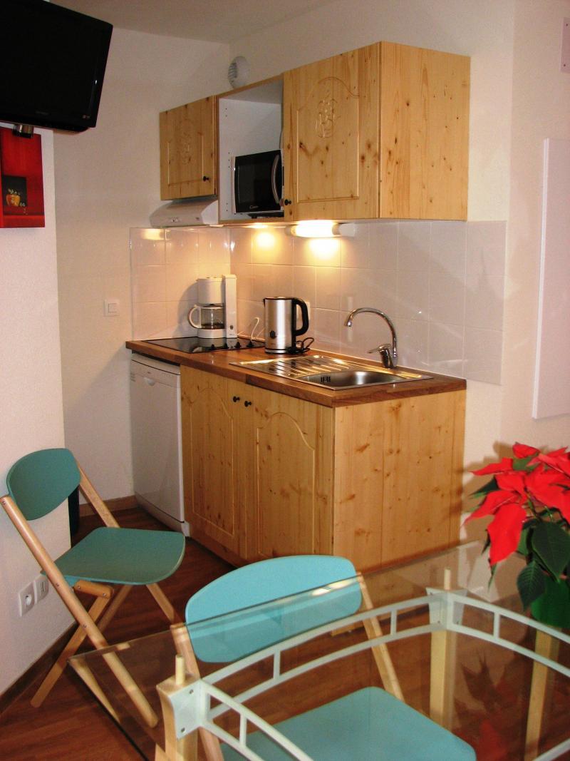Location au ski Studio 2 personnes - Le Hameau Des Eaux D'orelle - Orelle - Coin repas