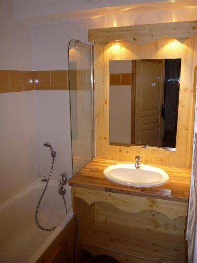 Rent in ski resort Le Hameau des Eaux d'Orelle - Orelle - Bathroom