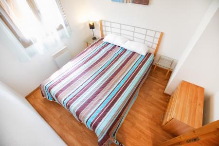 Rent in ski resort Le Hameau des Eaux d'Orelle - Orelle - Double bed
