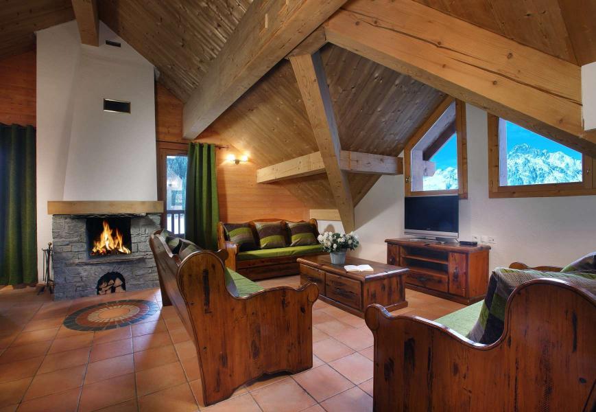 Location au ski Résidence Chalet des Neiges - Oz en Oisans - Cheminée