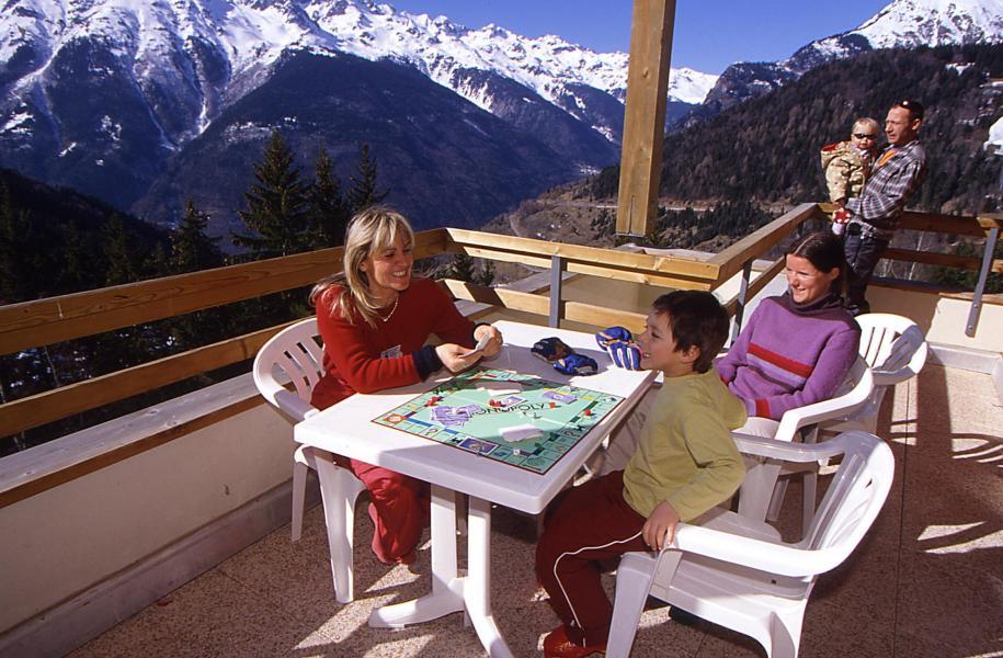 Vacances en montagne Résidence Couleurs Soleil - Oz en Oisans - Extérieur hiver