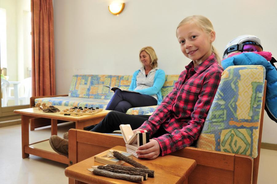 Rent in ski resort Résidence Couleurs Soleil - Oz en Oisans - Coffee table