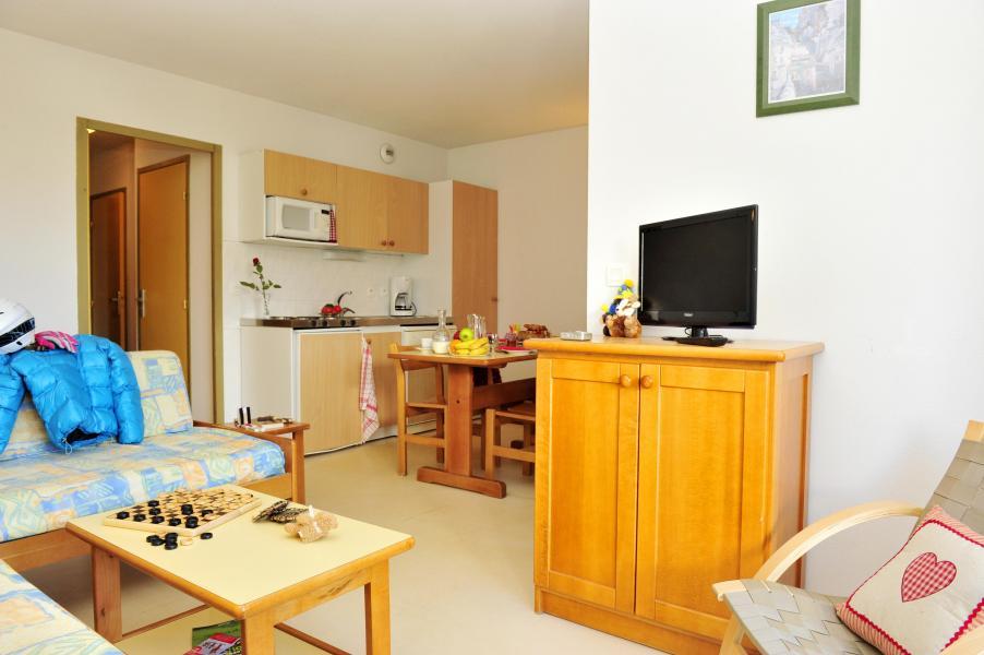 Rent in ski resort Résidence Couleurs Soleil - Oz en Oisans - Living area