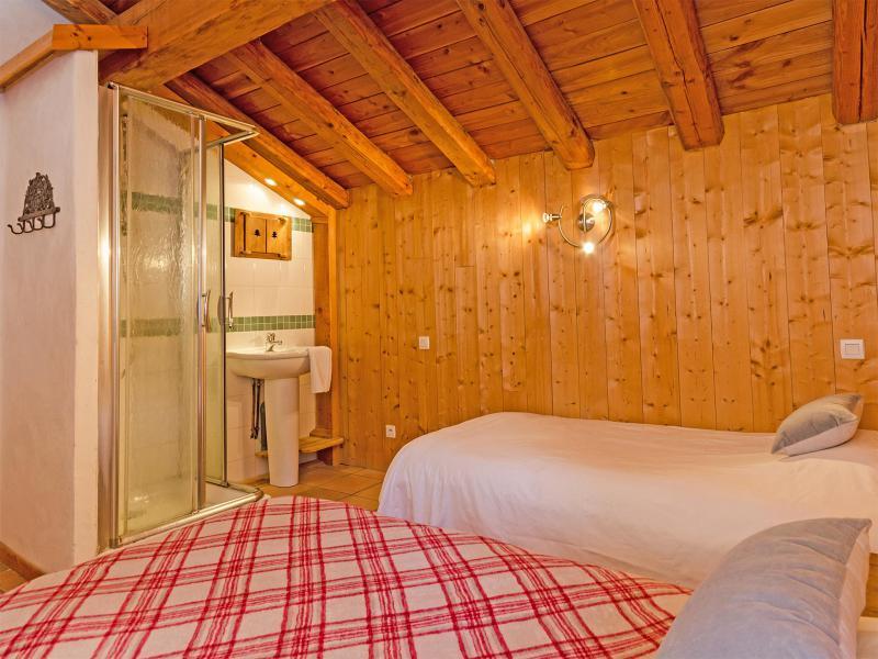 Rent in ski resort Chalet Balcon du Paradis - Peisey-Vallandry - Bedroom under mansard