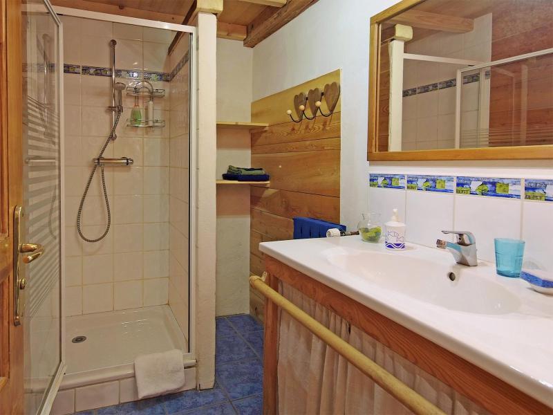 Rent in ski resort Chalet de Claude - Peisey-Vallandry - Shower room