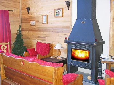 Location au ski Chalet Piccola Pietra - Peisey-Vallandry - Poêle à bois