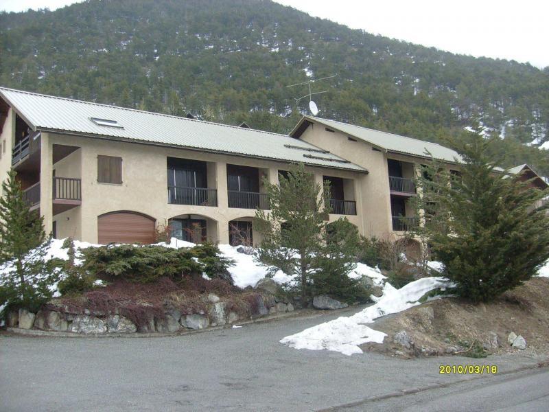 Location au ski Residence Les Gentianes - Pelvoux - Extérieur hiver