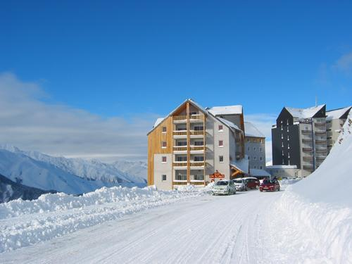 Accommodation with swmimming pool Residence Royal Peyragudes