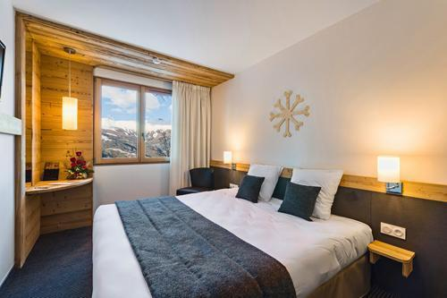 Rent in ski resort Hôtel le Marmotel - Pra Loup - Bedroom