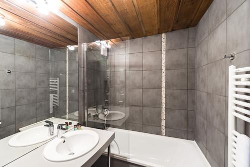 Location au ski Hôtel le Marmotel - Pra Loup - Salle de bains