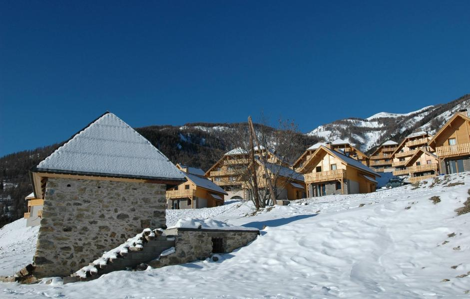 Holiday in mountain resort Le Hameau de Praroustan - Pra Loup - Winter outside