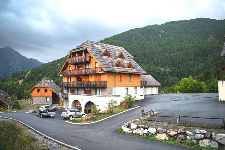 Location au ski Résidence Les Chalets de Praroustan - Pra Loup - Extérieur hiver